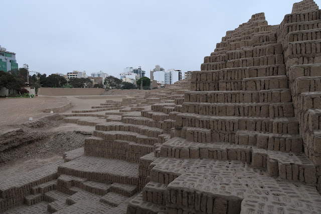 Detalle de la gran pirámide de Huaca Pucllana en Lima