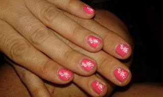 manicura estampada para uñas cortas