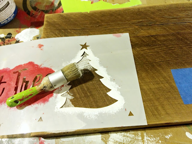 make a simple sign for winter with old sign stencils