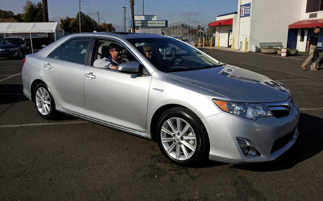 2012 Toyota Camry Hybrid - Subcompact Culture
