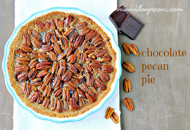 The ultimate dessert for Thanksgiving and Christmas - CHOCOLATE PECAN PIE! This is superbly yummy and looks so pretty, too! | manilaspoon.com