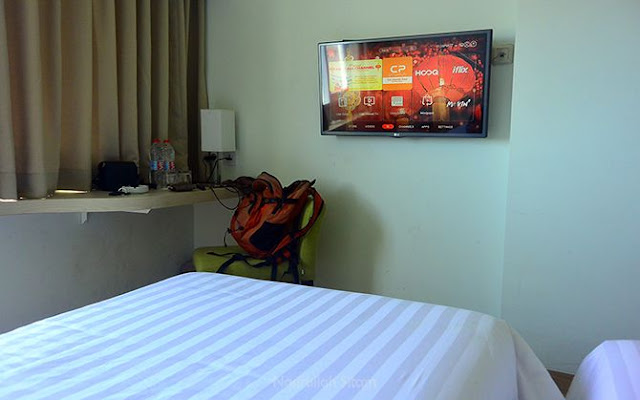 Sudut kamar yang aku inapi di Whiz Hotel Sudirman Cilacap
