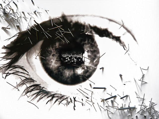 38 yeux reflètent des évènements du XXe siècle. Cet oeil reflète la foule nazie.