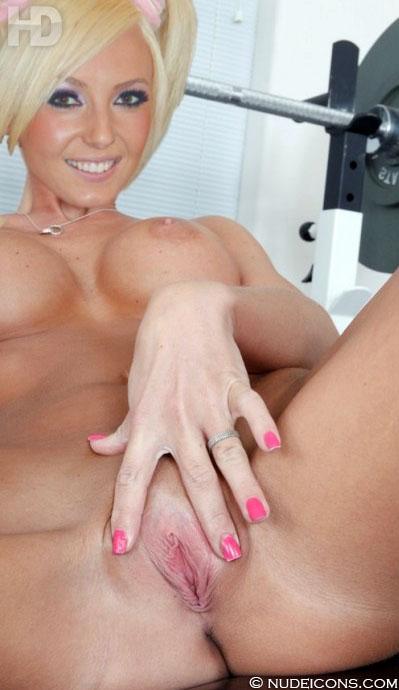 celebs nude Jessica Nigri