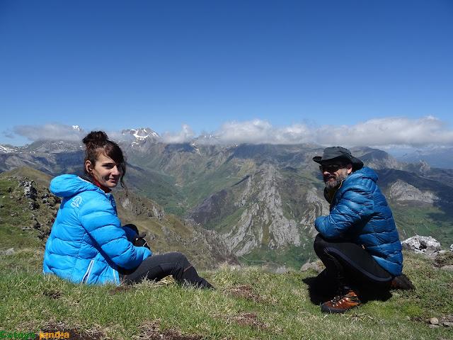 Disfrutando de la cima del  Pico la Tesa en el Parque Natural de Ubiñas-La Mesa