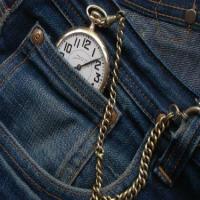 Para que serve o bolso pequeno da calça jeans? Descubra