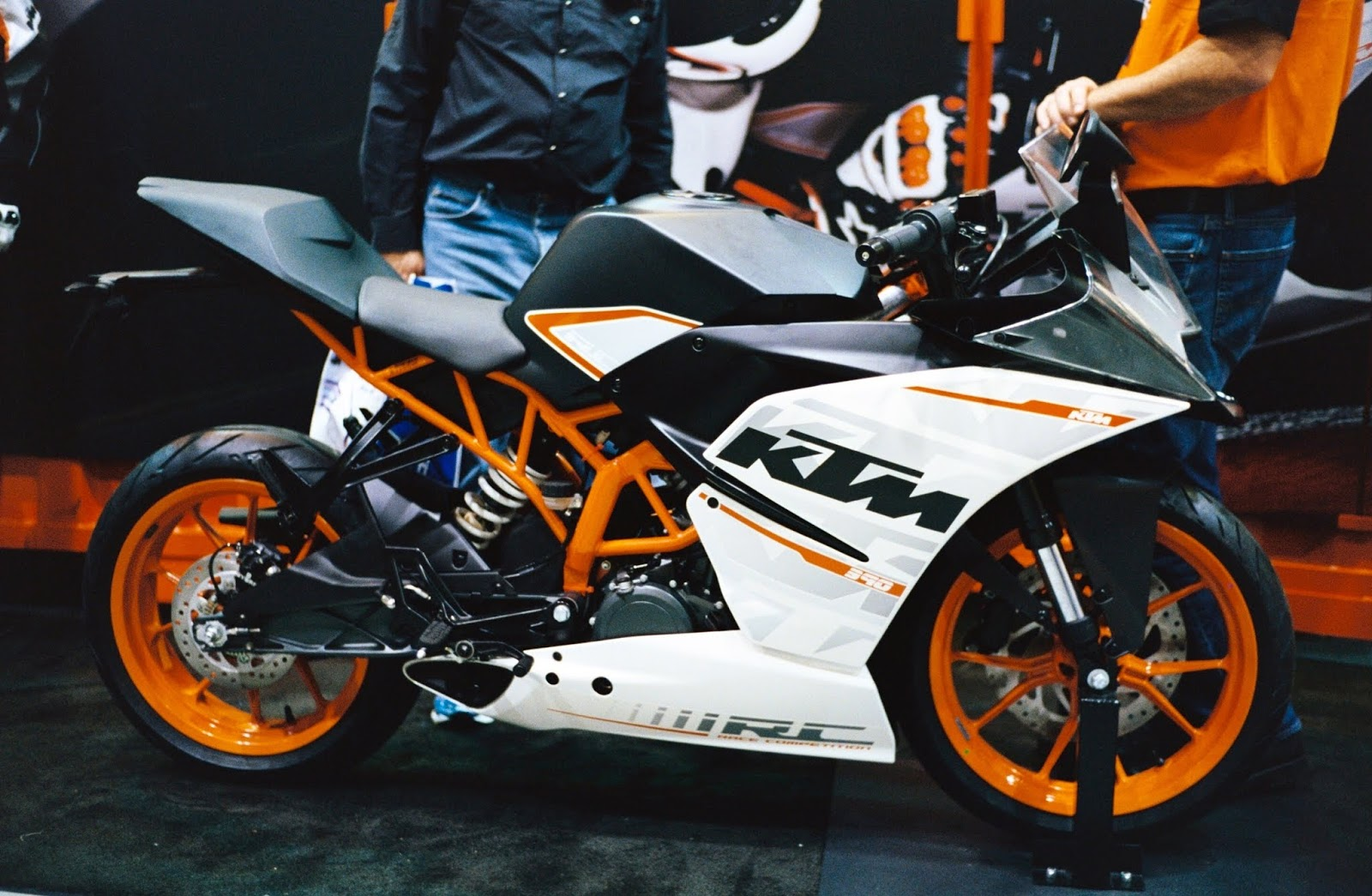 15 Hd Wallpapers Of Ktm Duke 200 390 Duke And Rc 390 Rc