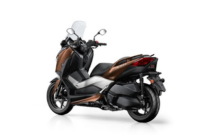 2017 Yamaha X-Max 300 scooter right side rear look