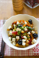 (salatka z ciecierzyca i papryka marynowana