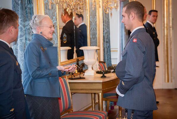The Queen presented H.M. Queen's Honorary Dagger (H.M. Dronningens Aeresdolk) to a newly graduated  lieutenant