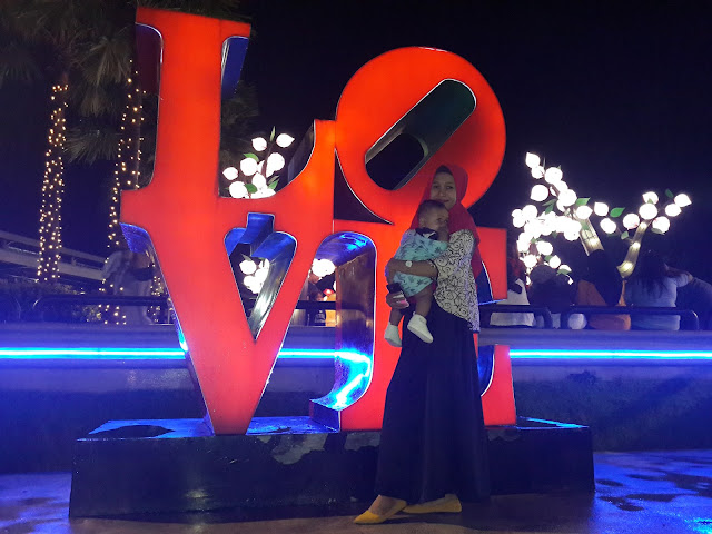 Spot Foto Love Food Junction Surabaya