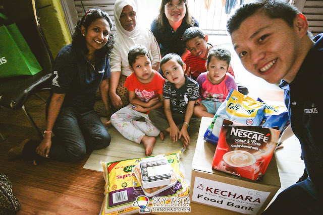 A nenek who need to take good care of four children