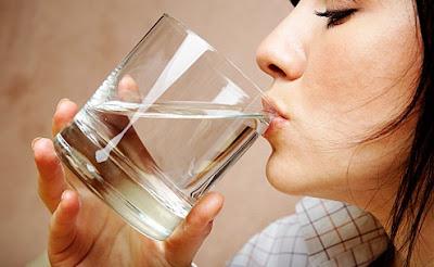 Manfaat minum air putih pada pagi hari