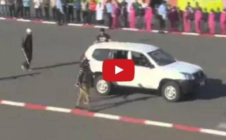 شرطي مغربي من نوع خاص جداً سوف يبهرك! شاهد ماذا كان يفعل!