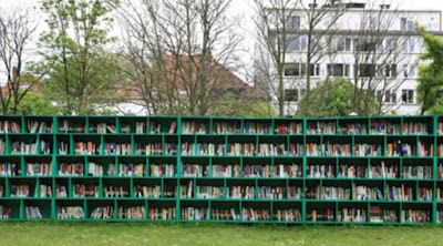 Perpustakaan di lapangan - Sekitar Dunia Unik