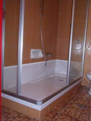 Arredo in da vasca da bagno a box doccia for Un bagno in cabina