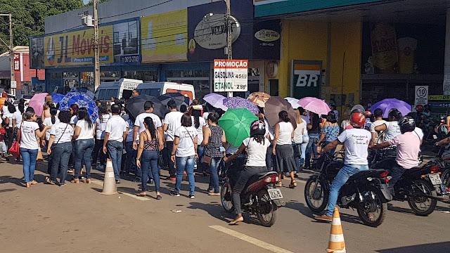 Servidores Municipais e Sindicatos manifestam pacificamente no centro de Barreiras