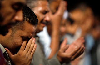 Allah Swt menunjukkan cobaan kepada setiap insan Bacaan Doa Memohon Agar Terlepas Dari Musibah