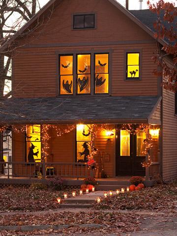 Идеи домашнего декора для Хэллоуина, Бутылки-привидения, Ветви с летучими мышами, Воздушные шарики с пауками, Горшок-мумия, Дом ужасов, Жуткие тени, Конфетки-привидения, Конфетницы-монстры, Панно, Магическое вино, Паук на столике, Посуда с наклейками, Светильник-жестянка, Рисунки на горшках, Светильники-монстры, Устрашающий букет, Фетровый декор, декор для дома на Хэллоуин, как оформить дом на Хэллоуин, какой декор можно сделать на хэллоуин своими руками, украшение дома на хэллоуин, украшение предметов на хэллоуин, идеи простого декора на хэллоуин, как сделать подсвечники на хэллоуин, как сделать паука на хэллоуин, как оформить сад на хеллоуин, идеи на хэллоуин,Декор привычных домашних вещей на Хэллоуин http://prazdnichnymir.ru/