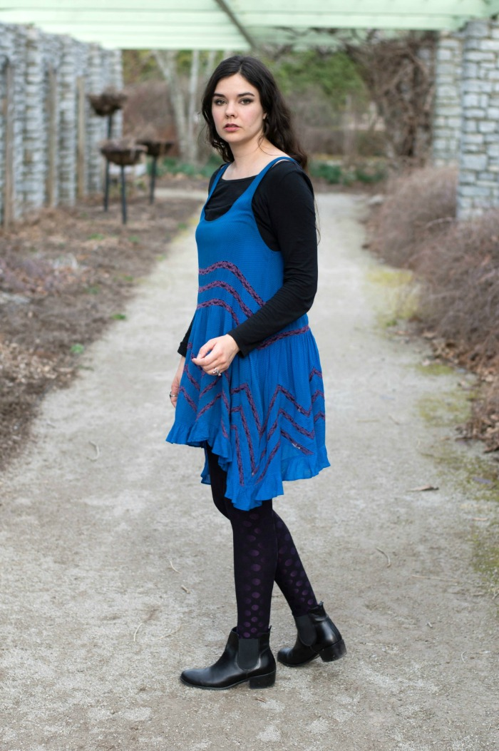 how to wear a blue dress with black