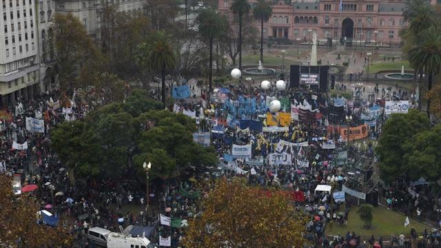 """Convocan en Argentina a marcha en reclamo de """"pan y trabajo"""""""