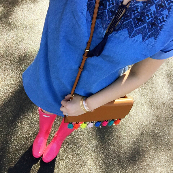 chambray dress, pink hunter boots