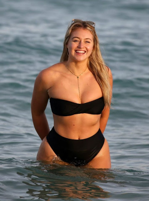 Iskra Lawrence in bikini