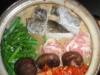 夕食の献立 献立レシピ 飽きない献立  タラ、キムチ、豚肉、もやしの鍋