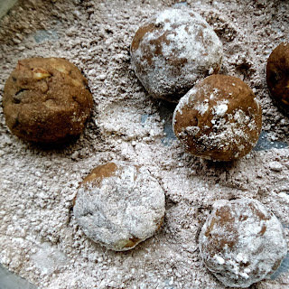 mexican chocolate snowballs, mexican, chocolate, cookies, vegan, egg free, eggless, cinnamon, chili, almonds, easy, recipe, vegetarian,