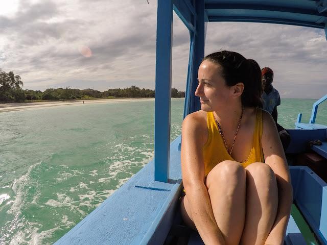 En una barca en Diani beach