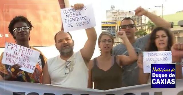 Sem salário, servidores de Duque de Caxias fazem protesto