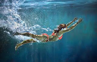 hiperrealistas-pinturas-chicas-bajo-agua
