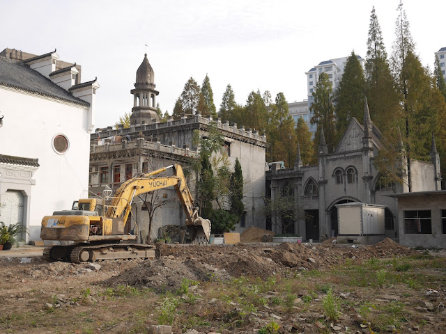 excavator at Gude Temple