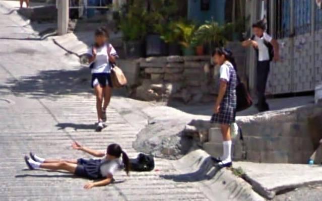 6 Aksi ngeseks di jalanan yang terekam Google Street View