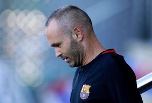 انيستا يكذب رئيس برشلونة وينفي وجود اتفاق حول تجديد تعاقده مع النادي الكتالوني
