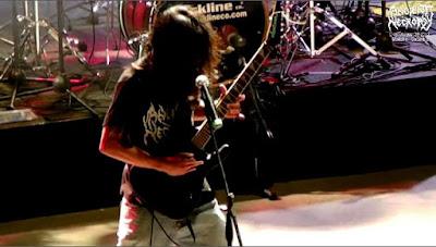 Banda de metal Colombiano tocando en concierto