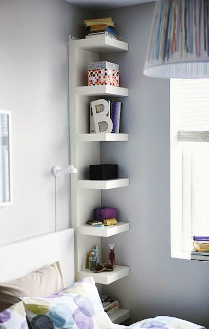 solution gain de place pour la chambre table de chevet étagère en hauteur