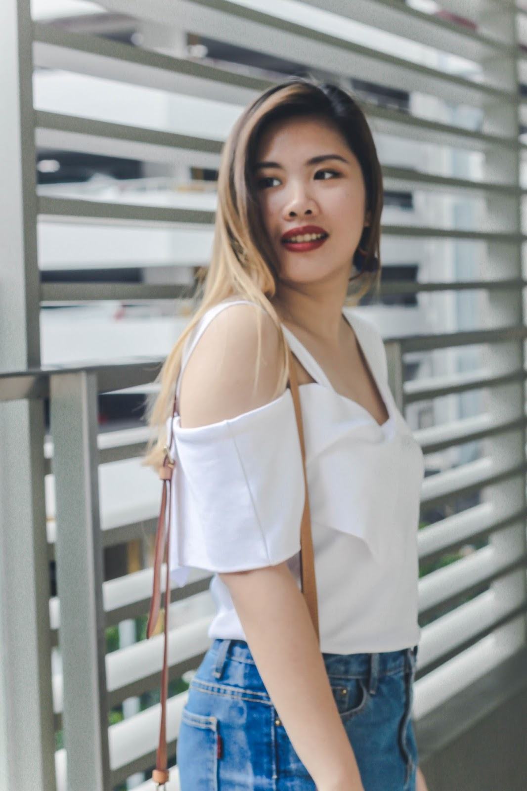singapore blogger blue denim jeans how to style what to wear look book street style photographer fashion