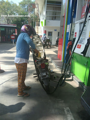Isi Sendiri BBM Sepeda Motor mu Di SPBU Semarang ini -SPBU Self Sevice-