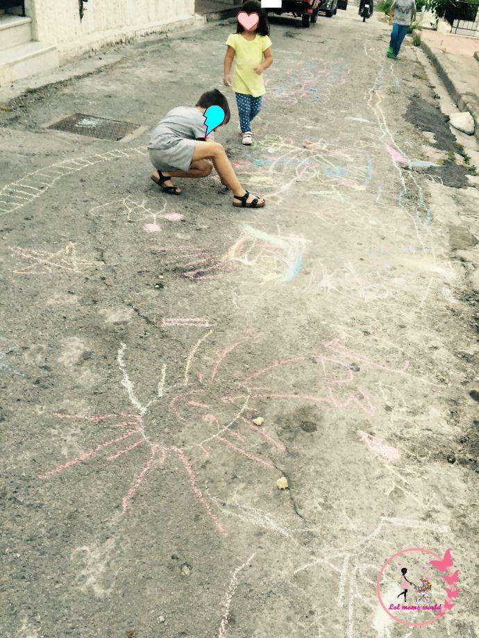 ζωγραφική με κιμωλίες σε γειτονιά