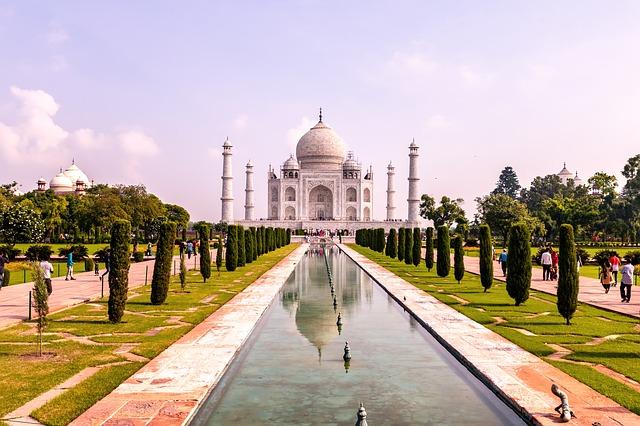 agra-taj-mahal-tourist-travel-tour-guid