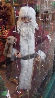 Santa Claus playing the Circle Game