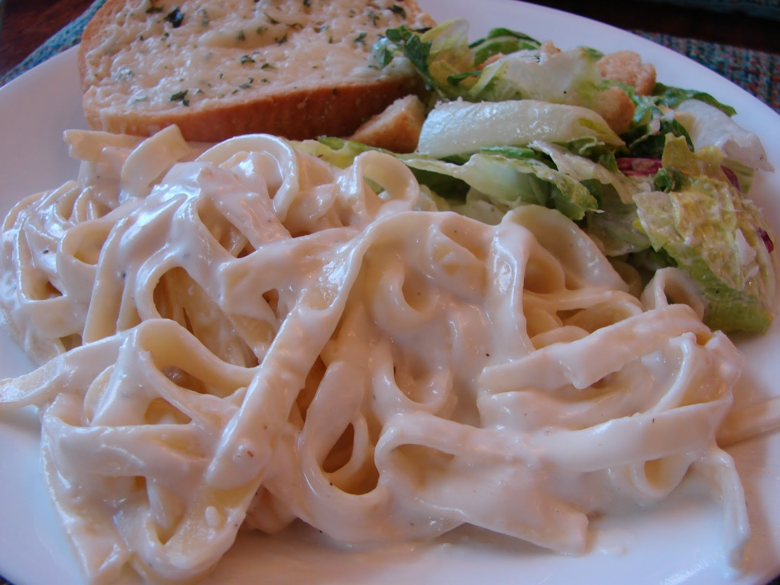 A Bear in the Kitchen: Olive Garden Fettuccine Alfredo