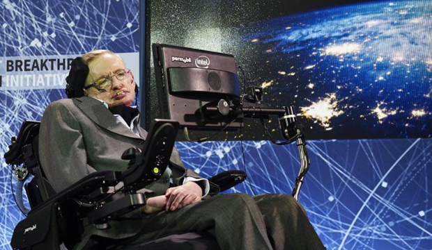 وفاة عالم الفيزياء البريطاني ستيفن هوكينغ عن عمر يناهز 76 عاما