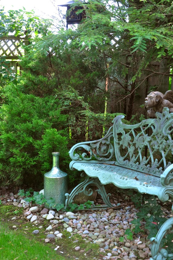 Three Dogs In A Garden: Take A Seat! 10 Great Garden Benches