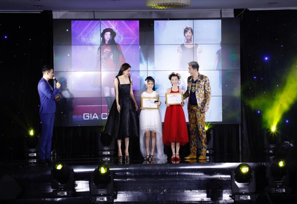 Siêu mẫu Nam Phong sánh đôi cùng Á hậu Thuỳ Dung trong Đêm vinh danh Người mẫu nhí 2017