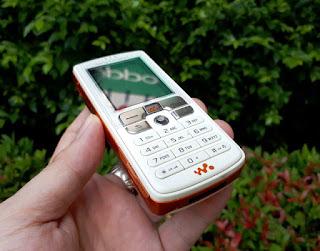 Sony Ericsson W800i Walkman Phone Seken Mulus Fullset Eks Garansi Resmi