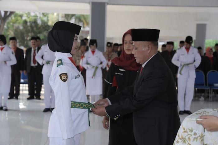 Plt Bupati Lamsel Mengukuhkan Pasukan Paskibraka Detik Detik Proklamasi 2018