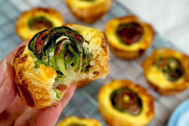 Tartaleta en espiral de calabacin y serrano