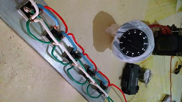 Detalhe da ligação dos fios nas pontes de retificação da máquina de solda caseira.